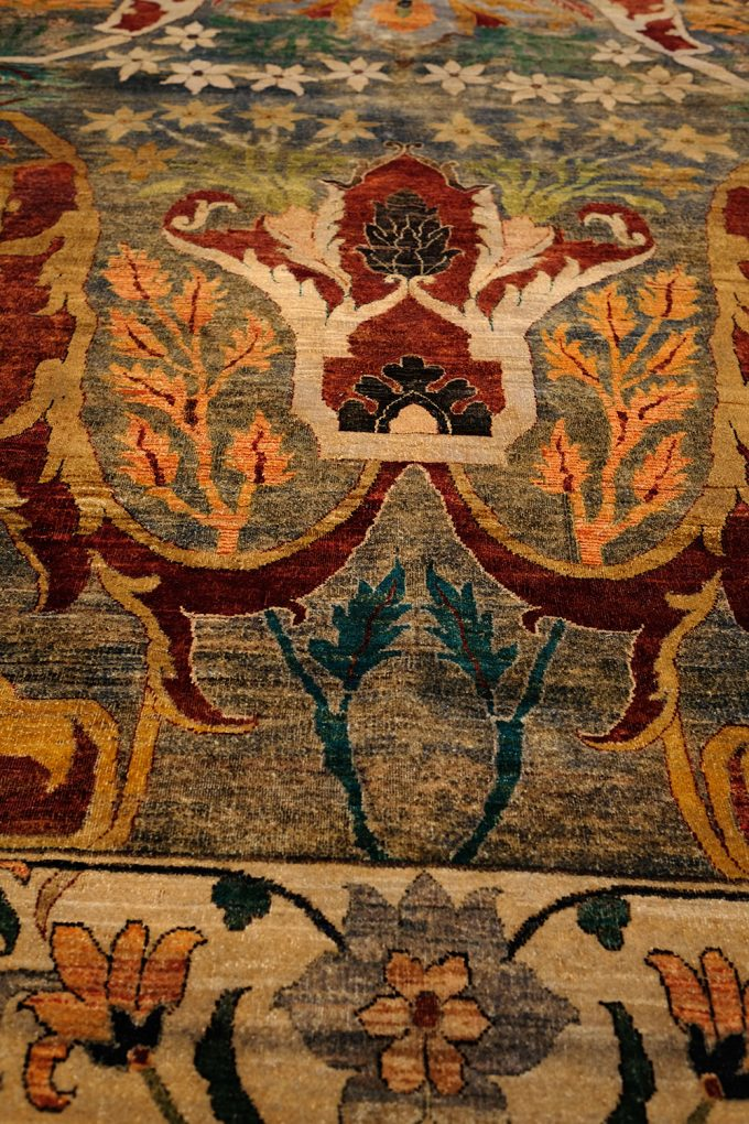 deocrative gold and rust rug